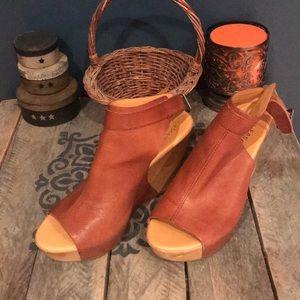 Beautiful Kork Ease heels!